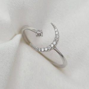 טבעת כסף 925 גמישה בשילוב ירח וכוכב משובץ זרקוניה RZ420