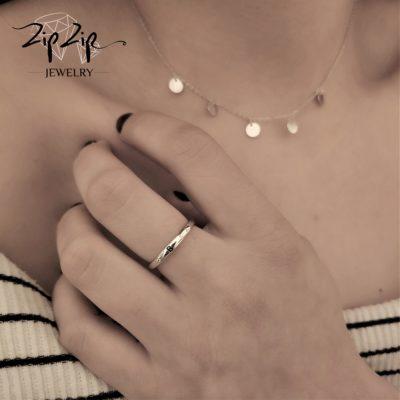 טבעת כסף 925 גמישה בשיבוץ אות B וזרקונים