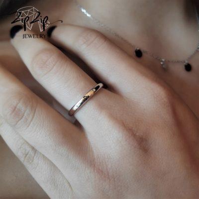 טבעת כסף 925 גמישה בשיבוץ אות D וזרקונים