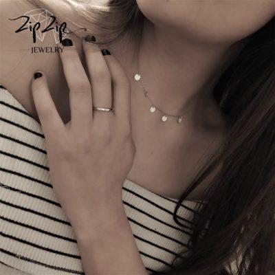 טבעת כסף 925 גמישה בשיבוץ אות I וזרקונים