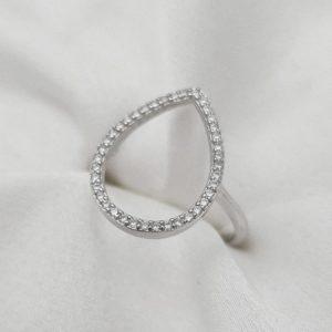 """טבעת כסף 925 """"שני"""" בשילוב טיפה משובצת זרקונים שקופים"""