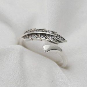 """טבעת כסף 925 גמישה בשילוב עלה """"לונדון"""""""