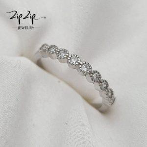 """טבעת כסף 925 """"מרסיי"""" עיגולים צפופים משובצים זרקונים"""