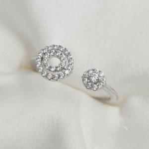 """טבעת כסף 925 גמישה """"קייט"""" משובצת וזרקון"""