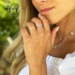 """טבעת כסף 925 """"אוליביה"""" משולבת תלתן אוורירי וזרקוניה"""
