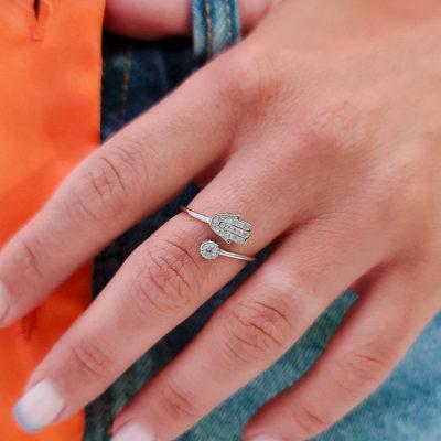 טבעת כסף 925 גמישה חמסה משובצת וזרקון