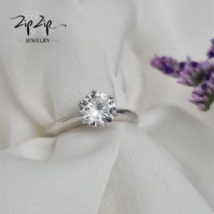 טבעת כסף 925 ''סופי'' סוליטר חלקה קריסטל מרכזי