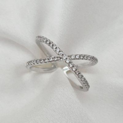 """טבעת כסף 925 גמישה """"ג'ניס"""" איקס משובץ"""