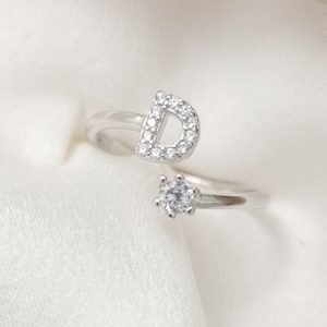טבעת כסף 925 גמישה בשיבוץ אות F וזרקון