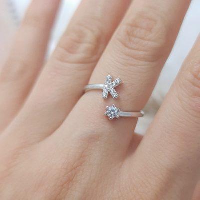 טבעת כסף 925 גמישה בשיבוץ אות K וזרקון
