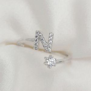 טבעת כסף 925 גמישה בשיבוץ אות N וזרקון