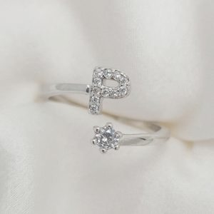 טבעת כסף 925 גמישה בשיבוץ אות P וזרקון