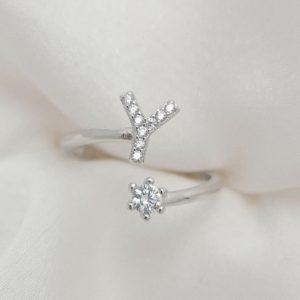 טבעת כסף 925 גמישה בשיבוץ אות Y וזרקון