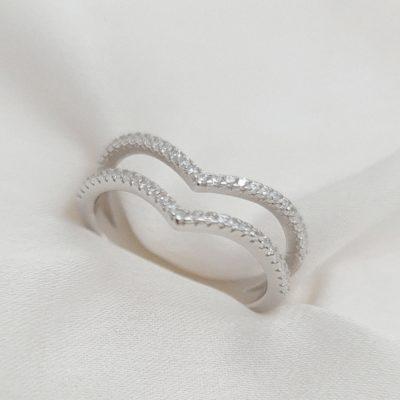 טבעת כסף 925 ''ליה'' וי כפולה משובצת זרקונים