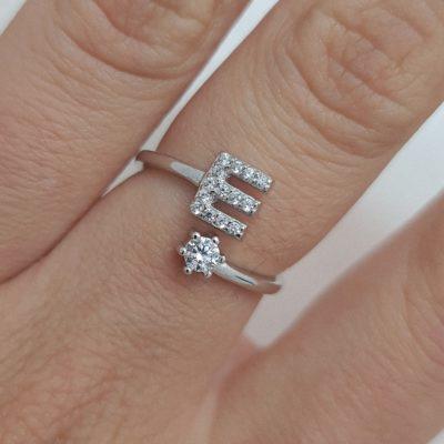 טבעת כסף 925 גמישה בשיבוץ אות E וזרקון